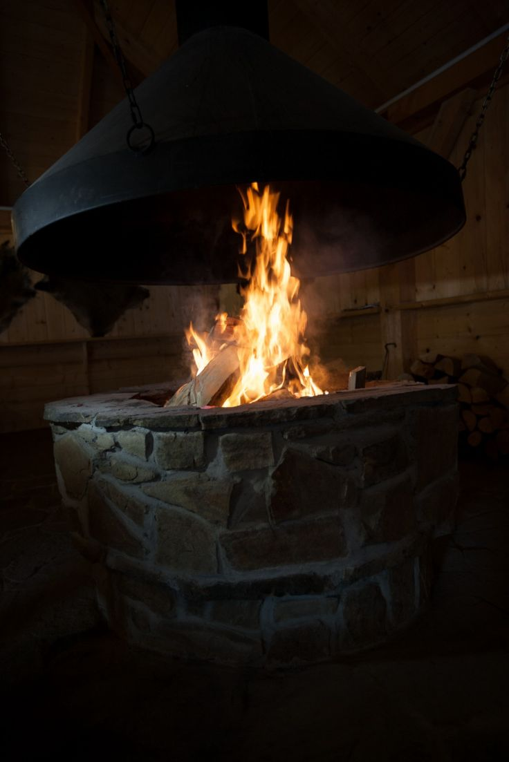 Płonie ognisko w lesie... :) No, prawie! Zapraszamy na biesiadę przy ogniu do naszej hotelowej wiaty! http://www.hotelklimek.pl/hotelklimekspa/smaki/plener-smakow #muszyna #hotelklimek #polska #ognisko #jedzenie #kuchnia #gotowanie #małopolska #krynica #beskidy