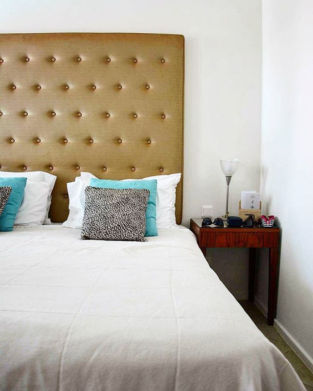 Our bed is extremely comfortable we harldy want to get up to go for breakfast @amirandesgrecotel