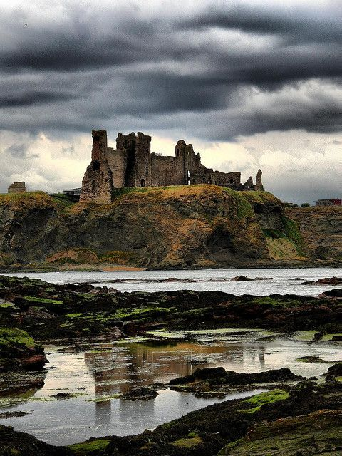 Stunning shot of Tantallon Castle by Billy Kerr. This was the seat of the Douglas Earls of Angus, one of the most powerful baronial families in Scotland. UK. #history #castles