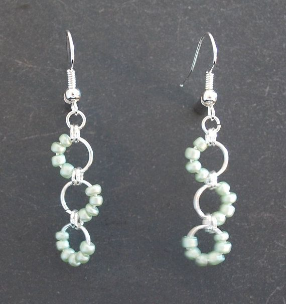 Chainmaille Earrings, easy to do. #Beads #Earrings #Loop #Seed #White