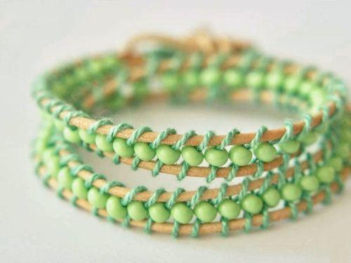Tutoriel DIY: Faire un bracelet de perles et cordon de cuir via DaWanda.com
