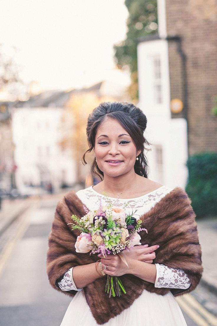 Vintage pearl bridal blog real brides news amp updates wedding - A 60 S Vintage Frock And Fur Stole For A Relaxed Camden Pub Wedding