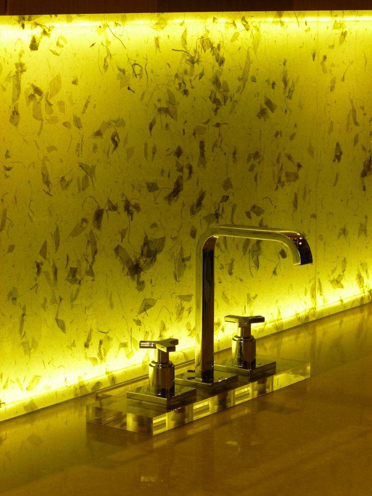 Светодиодная подсветка для кухонных шкафов: как выбрать, особенности монтажа и 65 универсальных идей http://happymodern.ru/podsvetka-dlya-kuhni-pod-shkafy-svetodiodnaya/ LED-диодами можно подсвечивать с обратной стороны кухонные фартуки из стекла или камня. Они эффектно рассеивают свет от миниатюрных источников света Смотри больше http://happymodern.ru/podsvetka-dlya-kuhni-pod-shkafy-svetodiodnaya/