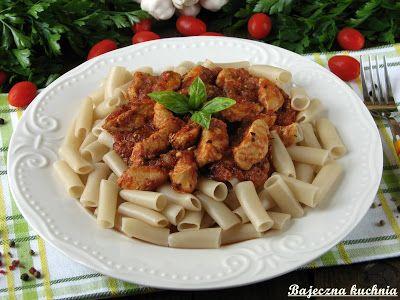 Bajeczna Kuchnia: Makaron z kurczakiem w sosie pomidorowym