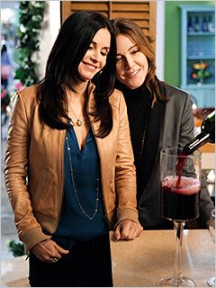 Cougar Town - That is how you drink wine!