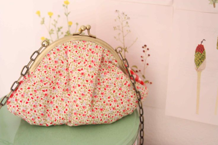 The  special edition of ''violet'' bag with ''Liberty'' fabric.