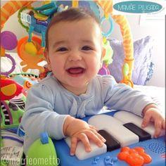 Sugestões de brincadeiras fáceis, baratas e específicas para o desenvolvimento dos primeiros 24 meses de vida do bebê Muito me pediram um compilado dos posts que fiz sobre atividades práticas, fáceis de fazer e com objetos que muitas vezes temos em casa! Então aí vai! Compartilhem para ajudar outras mamães! 1 mês de vida Com 1 mês de vida, o bebê já está acostumado com os sons a sua volta, já conseguiu se familiarizar com a nova sonorização do lar. Tá aí um momento super propício para…
