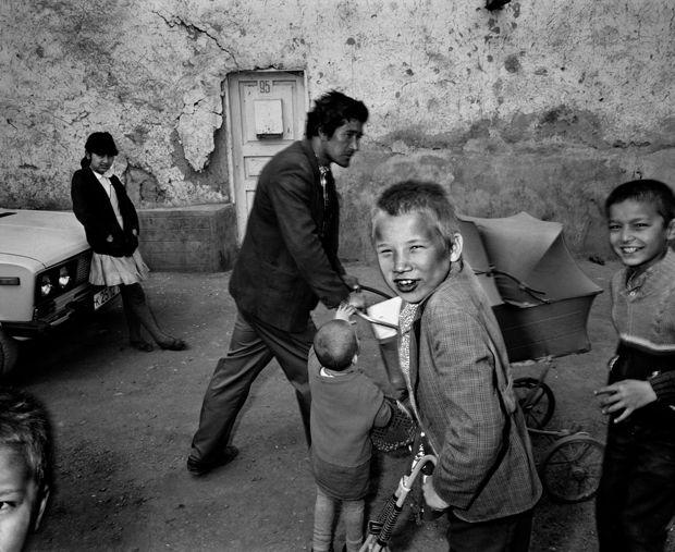 Official website of Magnum photographer Carl De Keyzer.