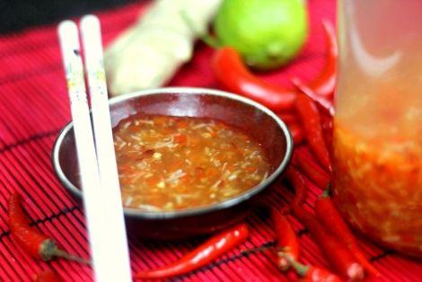 Jak przygotować Sos Słodko-Pikantny do sajgonek - Często służy również jako dip do innych potraw, na przykład krewetek w cieście, czy warzyw w tempurze