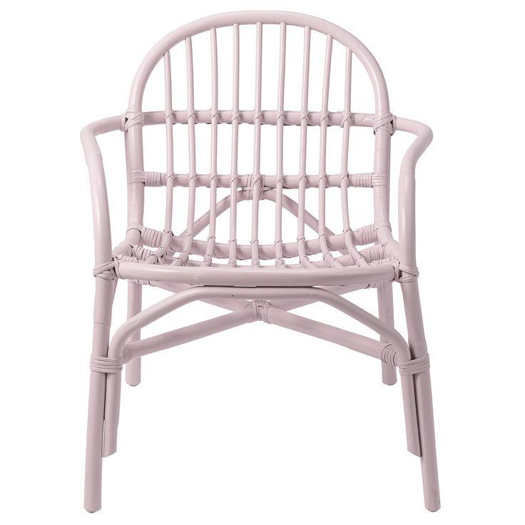 original silla de mimbre de formas suaves y redondeas en color rosa pastel claro material