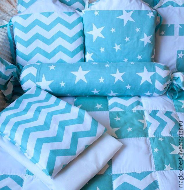 Купить Комплект в детскую кроватку - комбинированный, бирюзовый, белый, звезды, шеврон, одеяло детское, в кроватку