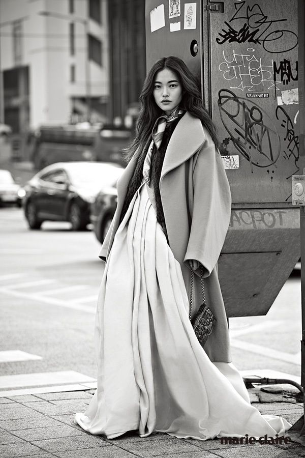 Marie Claire http://www.marieclairekorea.com/user/fashion/news/view.asp?midx=10791