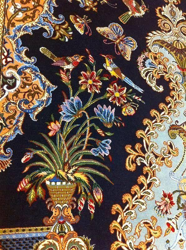 Particolare dell'Isfahan 245x160 cm.  Questo tipo di manufatti si distingue per la celebrazione della natura e della vita.