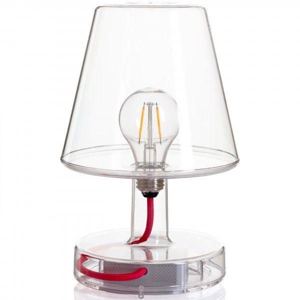 De Transloetje #tafellamp doet je wellicht denken aan de Fatboy-klassieker Edison The Petit, maar deze hartendief heeft een ander karakter. Wel zijn ze beiden geïnspireerd op oma's nostalgische #schemerlamp. Mede door het kunststof materiaal en de verschillende kleuren valt Transloetje echt op. En deze keer is het niet alleen de buitenkant die telt, want omdat dit snoepje van een #lamp transparant is krijgt het ouderwetse peertje aan de binnenkant alle aandacht. #Flindersdesign #Fatboy…