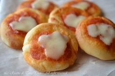 Pizzette da buffet,ricetta per feste di bambini da fare in anticipo e congelare,semplici,facili e gustose