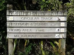 The walkway starts in Johnsonville and follows the outer Green Belt via Mount Kaukau to the Town Belt in Te Ahumairangi Hill (Tinakori Hill) and the Botanic Garden in Kelburn.