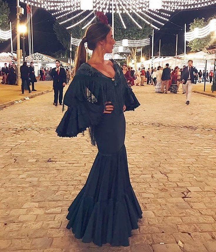"""1,698 Me gusta, 15 comentarios - El BAÚL FLAMENCO, Tocados (@conchitaankersmit) en Instagram: """"Feria de abril!!!! ❤️ @elisaserranot con traje @elbaulflamenco nos encanta!! #flamencas…"""""""