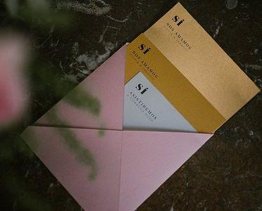 Invitación minimalista de la colección 'Sí' de Loveratory. Sólo papel y un mensaje directo al corazón. Poesía visual #invitaciones #invitacionesdeboda #invitaciones2018 #invitacionesoriginales #invitacionesbonitas #invitacionesdeacuarela #stationery #stationery2018 #weddingstationery