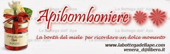 """Sponsor """"Bomboniera"""": La Bottega dell'Ape. Le Apibomboniere. Scegliete voi il contenuto, colore e decorazione. L'etichetta può essere personalizzata con la data delle nozze e le iniziali degli sposi. Aggiungere confetti o un piccolo e simpatico spargimiele. Sito: http://www.labottegadellape.com/ Email: venera_d@libero.it Inoltre un codice sconto del 5% presente nel nostro blog qui: http://matrimonioconsponsorcalabria.blogspot.it/2014/01/sponsor-bomboniera-la-bottega-dellape.html"""