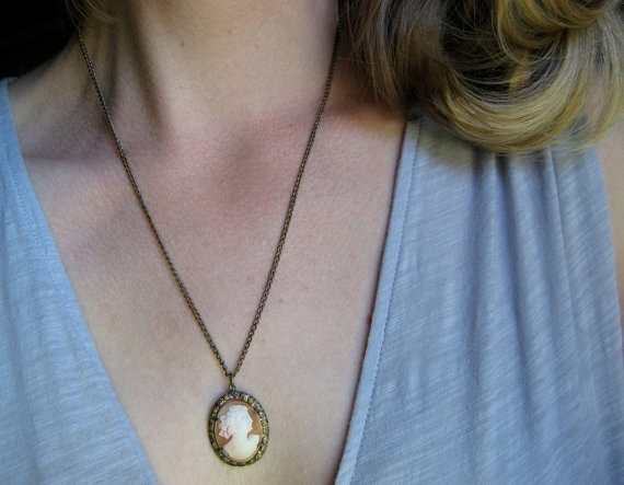 vintage cameo necklace / 1940s jewelry / BOTTICELLI