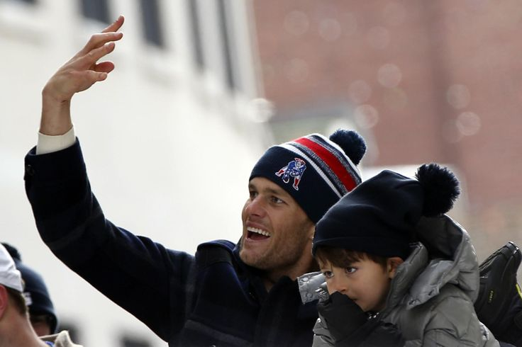 Patriots have real goats at practice to celebrate Tom Brady's 40th birthday
