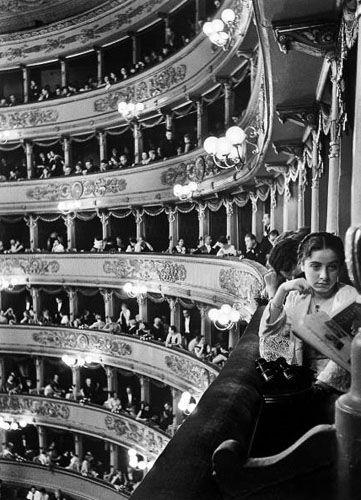 Premier at La Scala, Milan, 1933 by Alfred Eisenstaedt. S)
