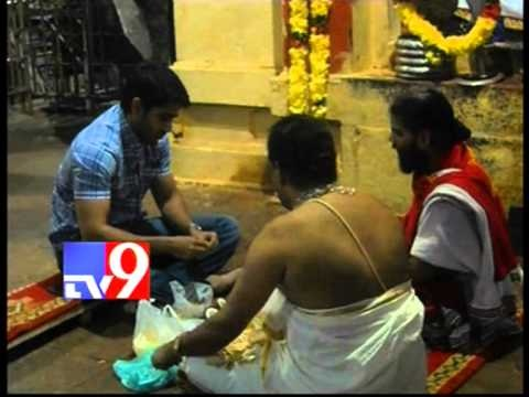 Naga Chaitanya prays at Srikalahasti temple