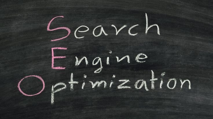 SEO significato: Che cos'è l'ottimizzazione per i motori di ricerca (SEO). SEO cos'è: rilevanza, autorevolezza, pertinenza, semantica, parole e concetti SEO