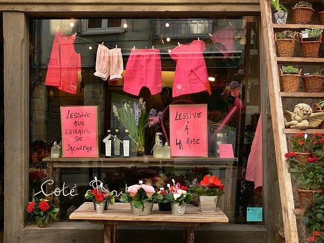 LESSIVE A LA ROSE  Angers: boutique de fleuriste. Por Boccacino