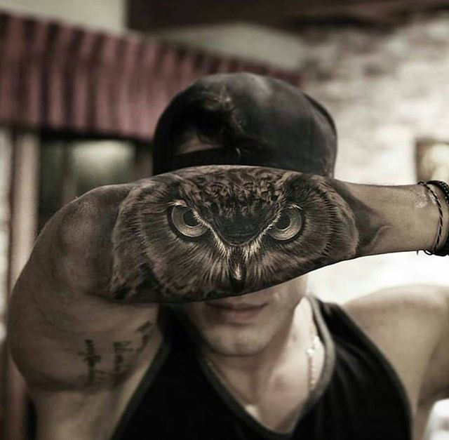 Owl tattoo . / Clever idea, and the highlights in this were done very nicely.