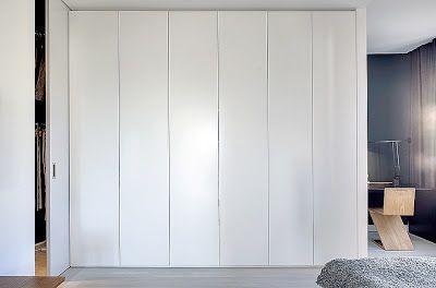 Garderober, släta vita med gångjärn och trycköppning