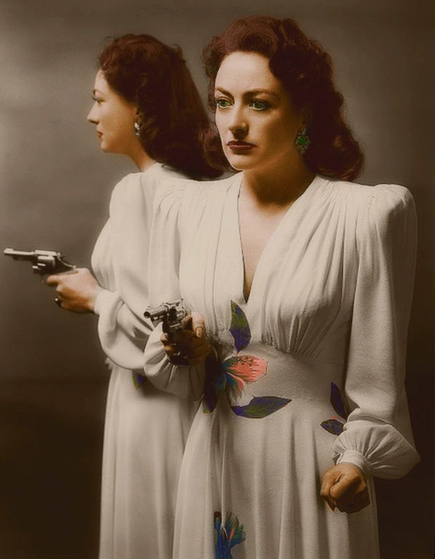 A promo picture from her Oscar winning movie Mildred Pierce 1945.