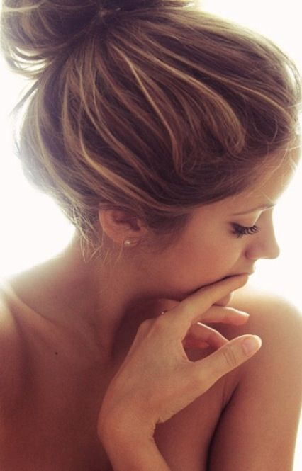All you need is some lash extensions and you can pull off a loose casual bun, without any other make up!