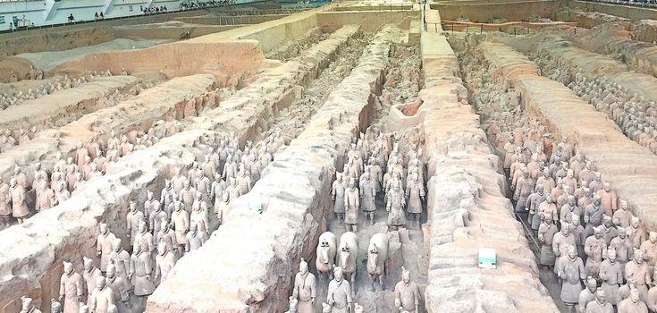 El majestuoso mausoleo de los Guerreros de Terracota se encuentra a una hora en coche de Xian y todavía hay enterrados miles de misterios en esta zona.
