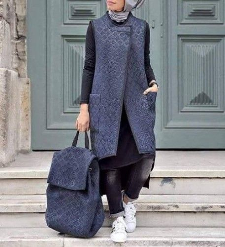 I really love this kinda stuff ❤❤ || modest sporty hijab style, Sporty hijab street style http://www.justtrendygirls.com/sporty-hijab-street-style/