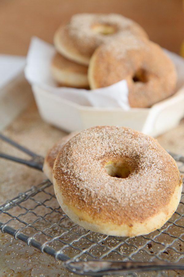 """Apfeldonuts, """"Apfelkiachal"""" oder gebackene Apfelringe aus dem Ofen - egal wie man Sie nennt sie schmecken einfach herrlich. Rezept auf dem Blog."""