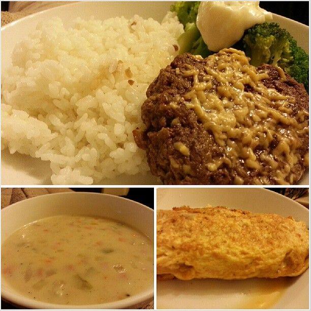 #burger #clamchowder #cheese #ham #mushroom and #tomato #omelette for #dinner #yummy #food #cook #cooking #philippines #ハンバーグ #クラムチャウダー #チーズ #ハム #マッシュルーム #トマト #オムレツ #晩ごはん #フィリピン