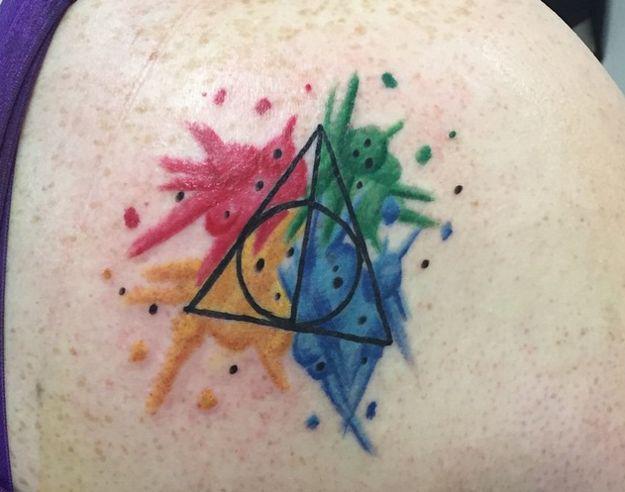 Cette aquarelle magique. | 42 incroyables tatouages «Harry Potter» que seuls les Moldus pourraient détester