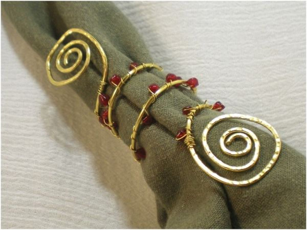 Bead & Wire Napkin Rings by TopTenDiy