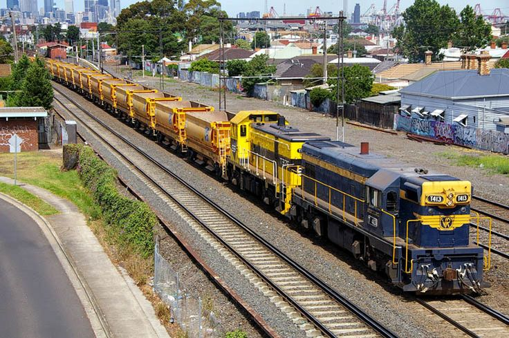 T413-T376 with an empty ballast train to Deer Park at West Footscray