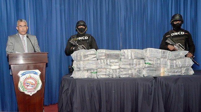 DNCD ocupa cien paquetes de droga a un hombre en carretera Barahona