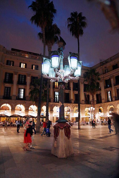 Antoni Gaudís lygtepæl på Plaça Reial i Barcelona. Foto: Christian Grønne