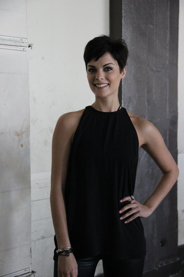 Jaimie Alexander's Not-So-Conventional Day - Jaimie Alexander gives us a behind-the-scenes look at her experience at the Los Angeles Comic B...