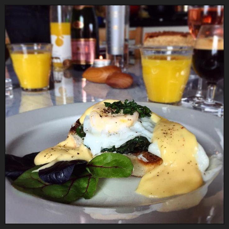 Florentijnse eieren.... geroosterd broodje verse spinazie gepocheerd ei en (zelfgemaakte!) Hollandaisesaus... Wat een verwennerij! :-) #homemade #myview #foodporn #eten #easter #Pasen