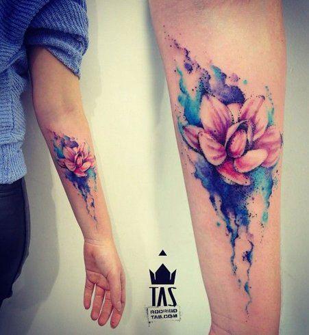 Le tatouage aquarelle fleur de lotus