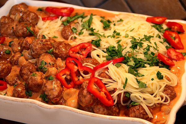 spagetti_köttbullar_tomatsås_gräddsås_pastasås_recept_middagstips