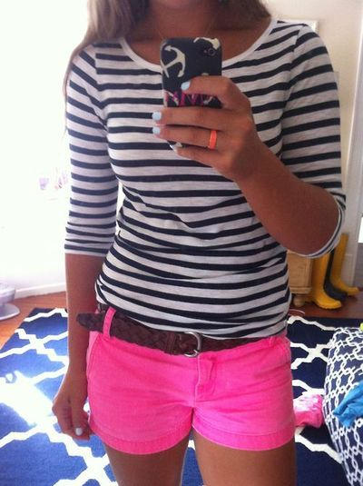 {outfit inspiration} striped shirt + pink shorts + brown belt