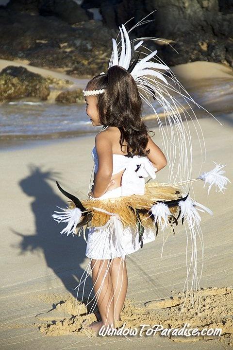 Tahitian child costume, white