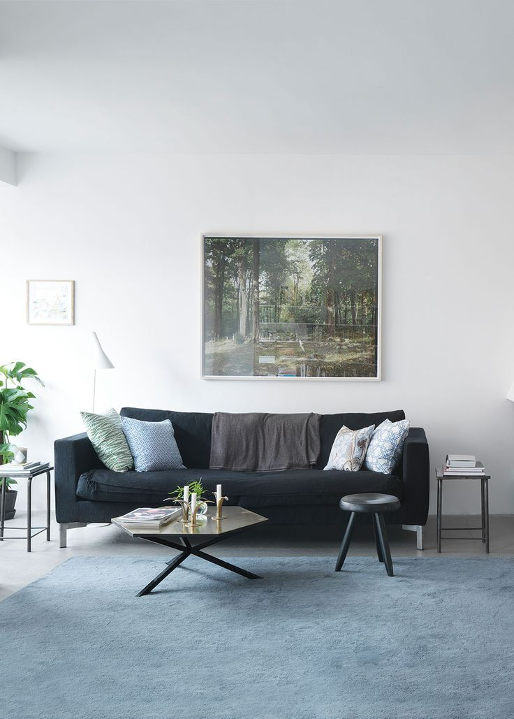 Home decor inspiration for styling white walls from @stylecaster | 'Agent Bauer's' monochrome living room