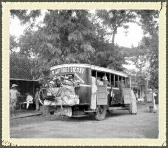Autobusdienst Cheribon - Bandoeng 1900.